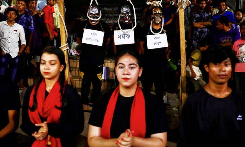 ملک گیر مظاہروں کے پیش نظر حکومت نے ہنگامی بنیادوں پر قوانین نافذ کیے—فوٹو: رائٹرز