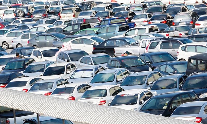 رواں مالی سال کی پہلی سہہ ماہی میں گاڑیوں کی فروخت میں 2.7 فیصد اضافے کے ساتھ 31 ہزار 868 یونٹس رہی — فائل فوٹو:شٹر اسٹاک
