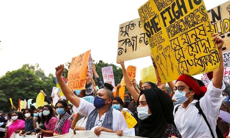 بنگلہ دیش میں ریپ واقعات بڑھ جانے پر چند ہفتوں سے مظاہرے جاری تھے—فوٹو: رائٹرز