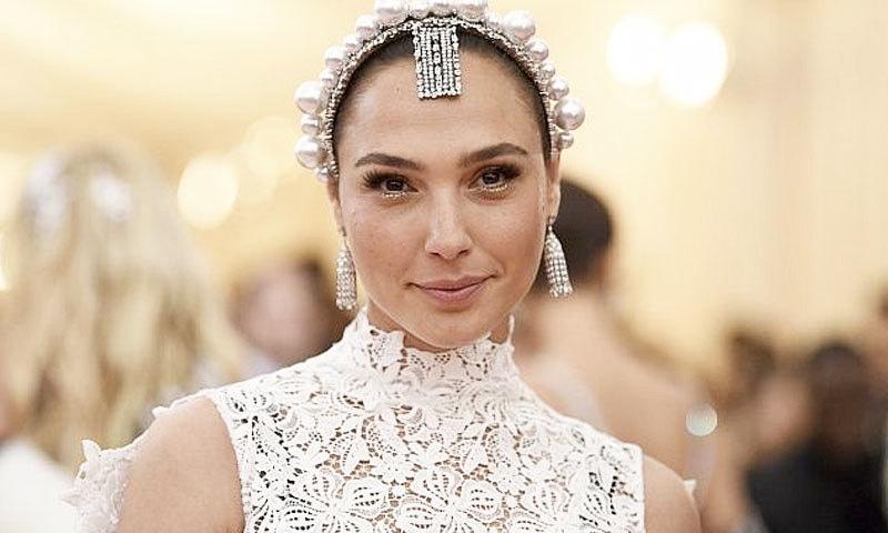 تنقید نگاروں کے مطابق یہودی لڑکی سے عرب ملکہ کا کردار ادا کروانا ثقافت کو مسخ کرنے کے برابر ہے—فائل فوٹو: اے پی