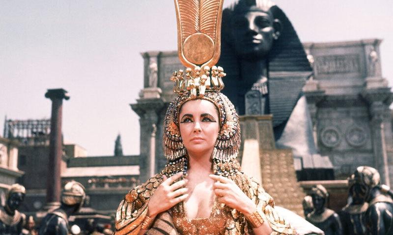 1963 کی فلم میں قلوپطرہ کا کردار ادا کرنے والی ایلزبتھ ٹیلر بھی یہودیوں کی حمایتی ہیں—فائل فوٹو: اے پی