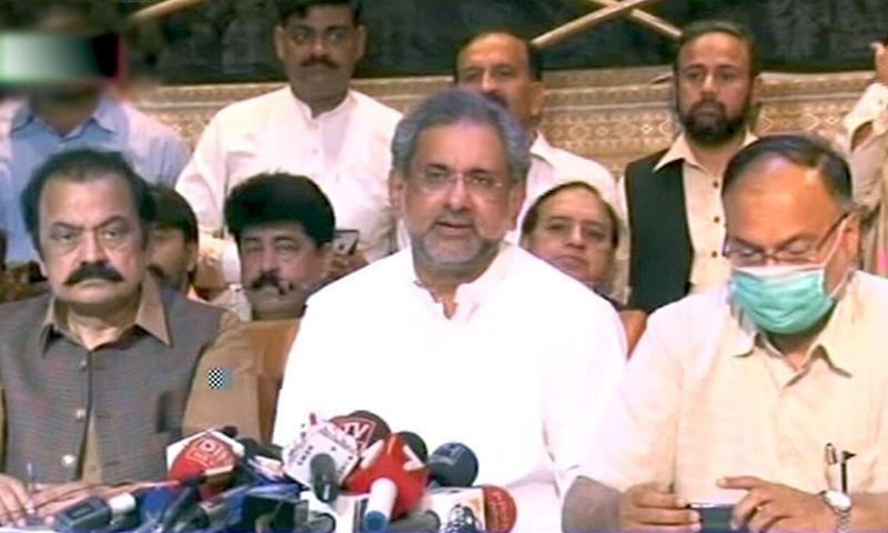 رہنما مسلم لیگ (ن) نے کہا کہ ابھی تو پہلے جلسے کا اعلان ہوا ہے اس پر حکومت کی یہ کیفیت ہے—فوٹو: ڈان نیوز