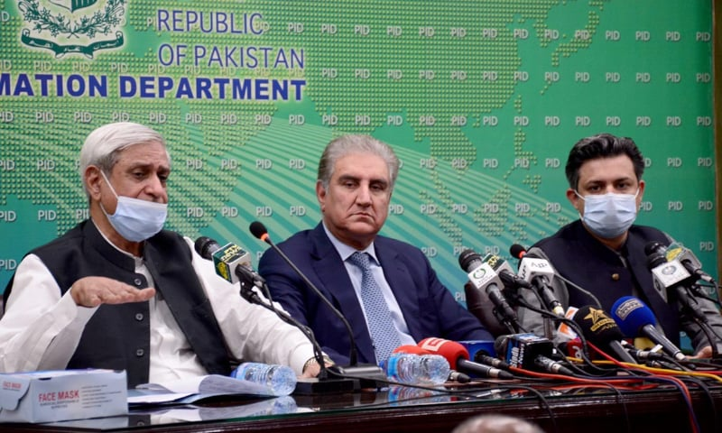 ISLAMABAD: Federal Ministers Shah Mehmood Qureshi, Syed Fakhar Imam and Hammad Azhar speaking at a press conference on Wednesday. — APP