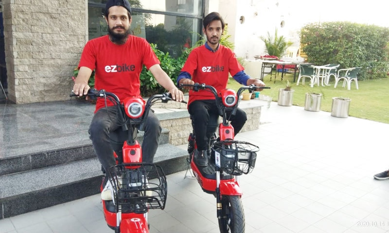ابتدائی طور پر 15 اکتوبر سے ایز بائیک کا اسلام آباد میں آزمائشی مرحلہ شروع کردیا گیا—فوٹو: رومر ٹیکنالوجیز