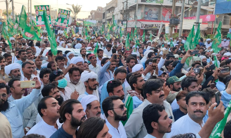 PML-N workers hold a protest demonstration in Dera Ghazi Khan on Oct 12. — Photo courtesy PML-N Twitter/File