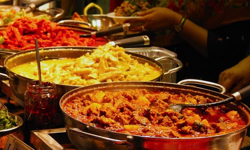 پاکستانی کھانے نہ صرف یہاں کے عوام بلکہ دیگر خطوں میں بھی اپنے ذائقے کی وجہ سے شہرت رکھتے ہیں---فائل فوٹو: شٹراسٹاک
