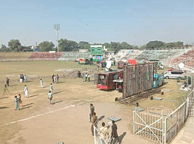 GUJRANWALA: Preparations for the PDM's rally under way.—Dawn