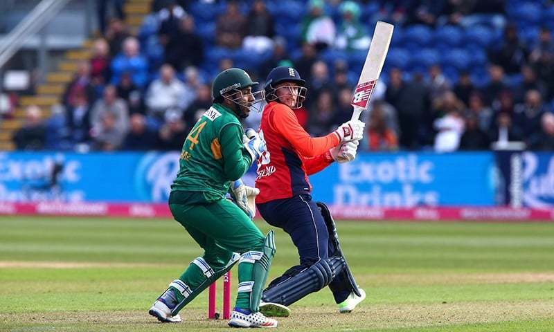 England's Joe Root (R) plays a shot over the top of  Sarfraz Ahmed during the international Twenty20 cricket match between England and Pakistan at Sophia Gardens in Cardiff, in May 2019. — AFP