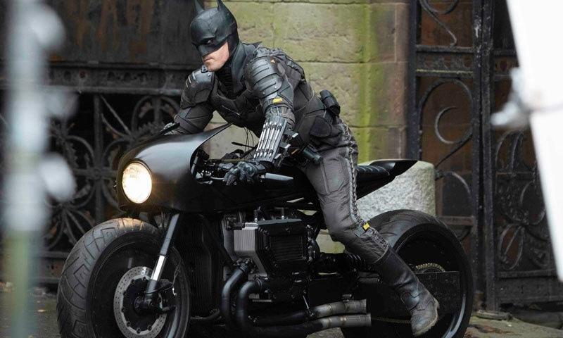 وارنر اسٹوڈیو فلم دی بیٹ مین کو سال 2021 کے بجائے 2022 میں ریلیز کرنے کا اعلان کرچکا ہے— فوٹو: میگا امیجز