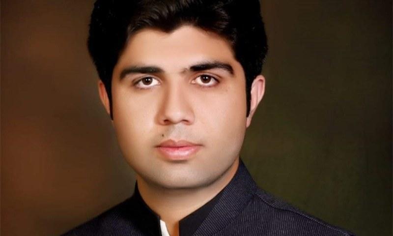 وزیراعلیٰ پنجاب کے مشیر کے مستعفی ہونے پر 'تنازع'