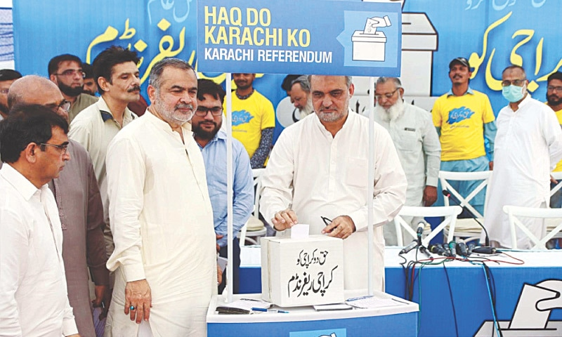 JI city chief Hafiz Naeemur Rahman takes part in the 'Karachi referendum' at Idara Noor-i-Haq on Friday.—PPI