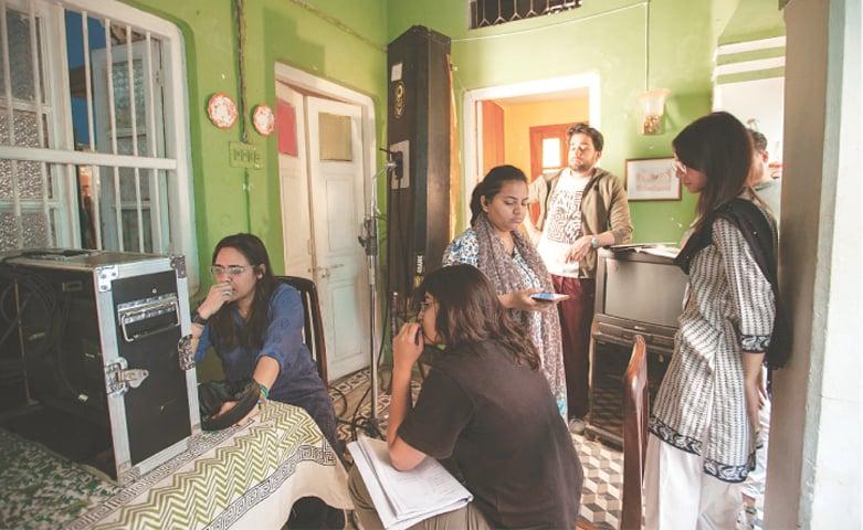 Mehreen Jabbar (left), Bilal Abbas and Madiha Imam (right) on the set