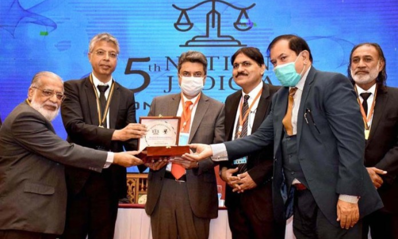 Federal Minister for Law and Justice Dr Farogh Naseem is being presented a memento during the 5th National Judicial Conference 2020. — APP