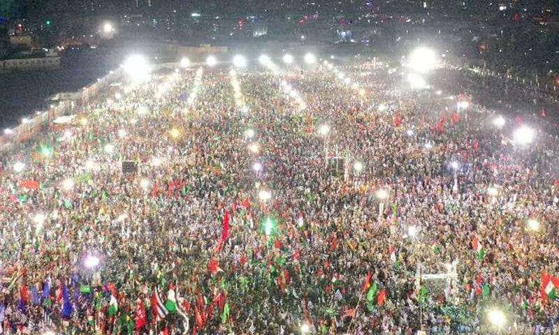 Supporters of opposition parties gather at Bagh-i-Jinnah in Karachi for PDM's second rally. — DawnNewsTV