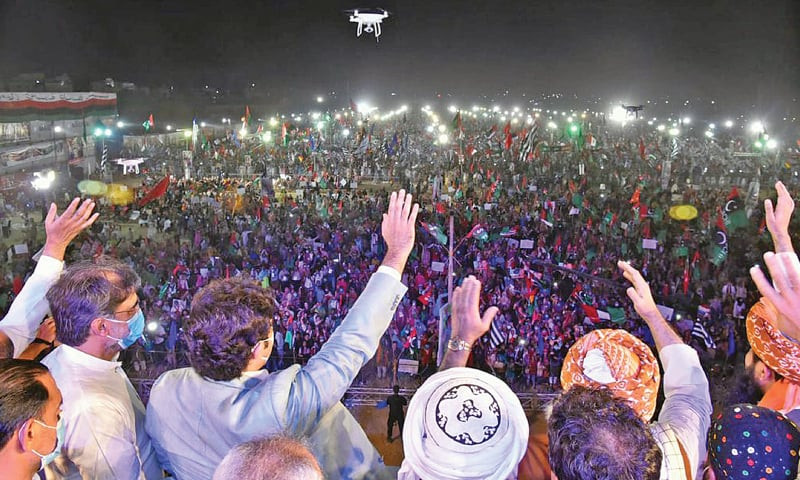 KARACHI: Pakistan Peoples Party chairman Bilawal Bhutto-Zardari, Jamiat Ulema-i-Islam-Fazl chief Maulana Fazlur Rehman and other leaders waving to their supporters at the PDM public meeting at Bagh-i-Jinnah on Sunday.—Online