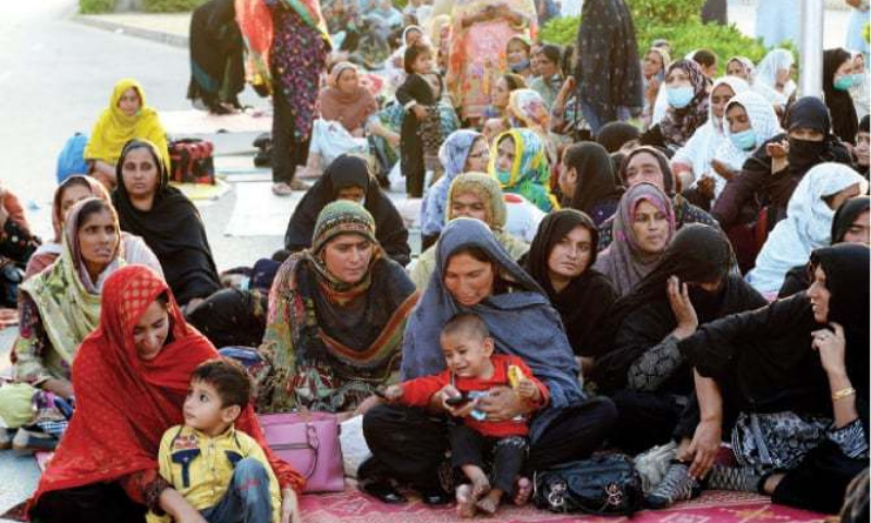 Lady health workers (LHWs) — who have been protesting in Islamabad for the last five days — announced on Monday that they would march towards parliament at 2pm if the government failed to accept their demands. — Twitter/File