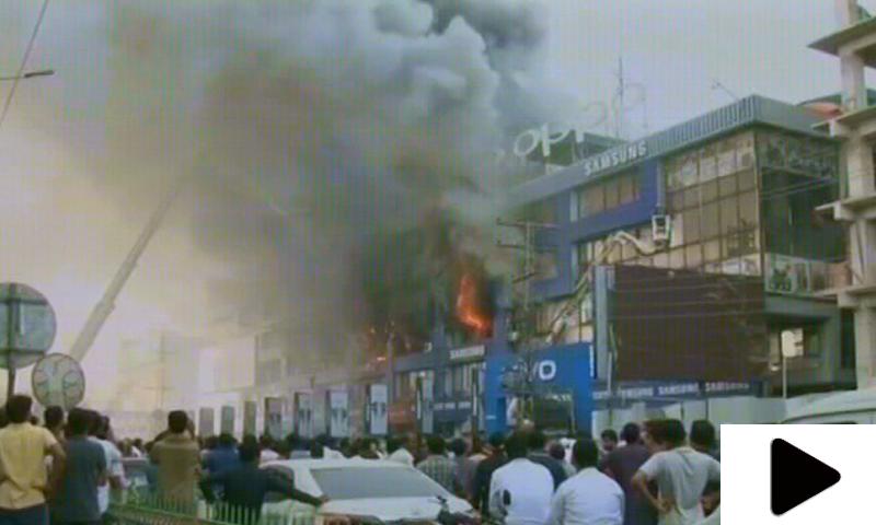لاہور کے حفیظ سینٹر میں لگی ہولناک آگ پر قابو پالیا گیا