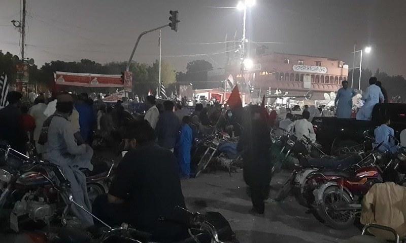 کراچی جلسے میں وقت گزارنے کے لیے کارکنان کیا کرتے رہے؟