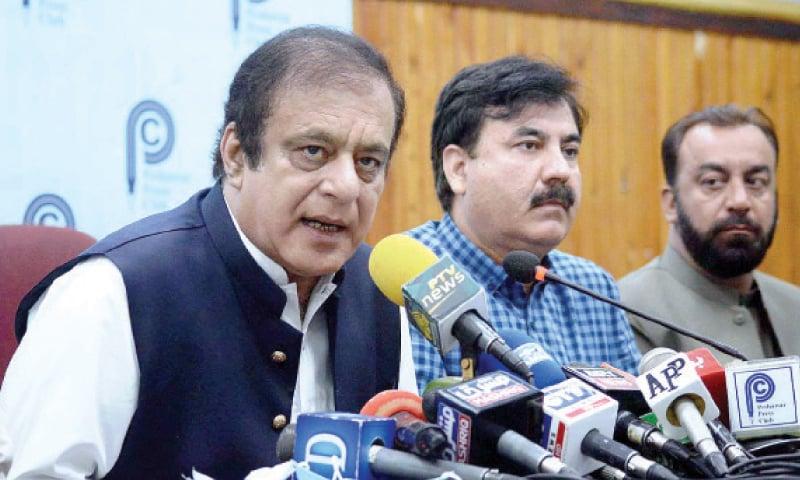 Federal information minister Shibli Faraz addresses mediapersons in Peshawar on Monday. — APP