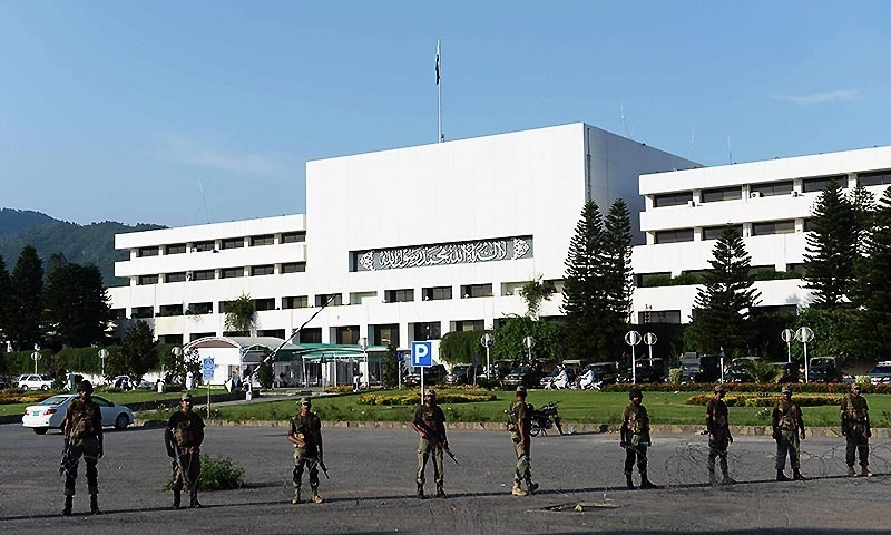 جج نے پی ٹی وی حملہ کیس سے عمران خان کی بریت کا کیس الگ کردیا تھا—فائل فوٹو: اے ایف پی