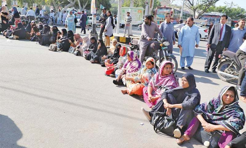 Hundreds of LHWs staged the protest at the edge of the Red Zone after they were denied entry into the the heavily-guarded area six days ago. — Online/File