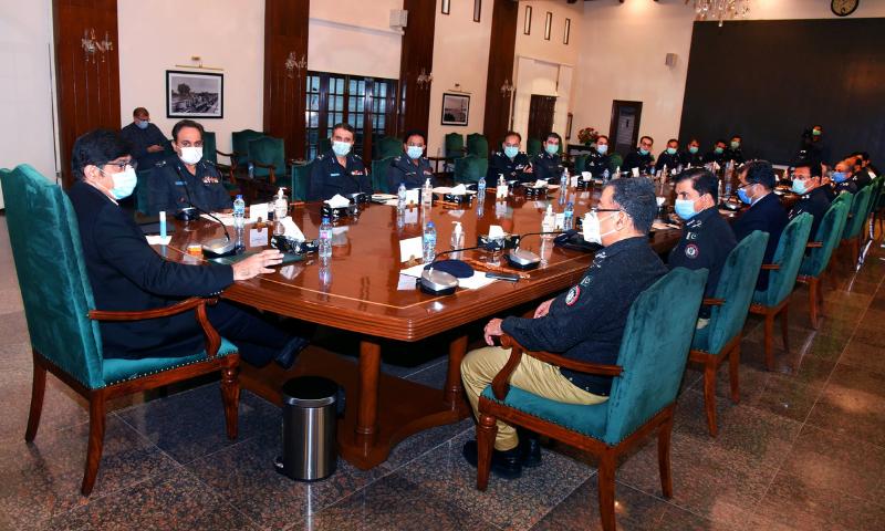 وزیراعلیٰ سندھ مراد علی شاہ نے پولیس افسران سے ملاقات کی—فوٹو: سی ایم ہاؤس ٹوئٹر