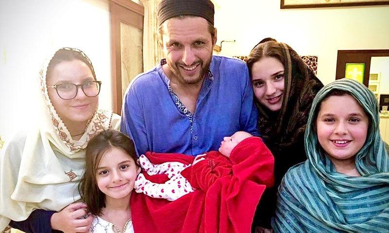شاہد آفریدی کی پانچ بیٹیاں ہیں—فوٹو: شاہد آفریدی ٹوئٹر