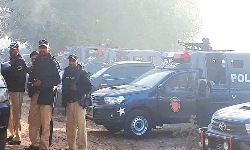 LARKANA police cordon off the Baradi Jatoi area to foil escape of 'trapped' gang of outlaws during the 'encounter' on Thursday.—PPI