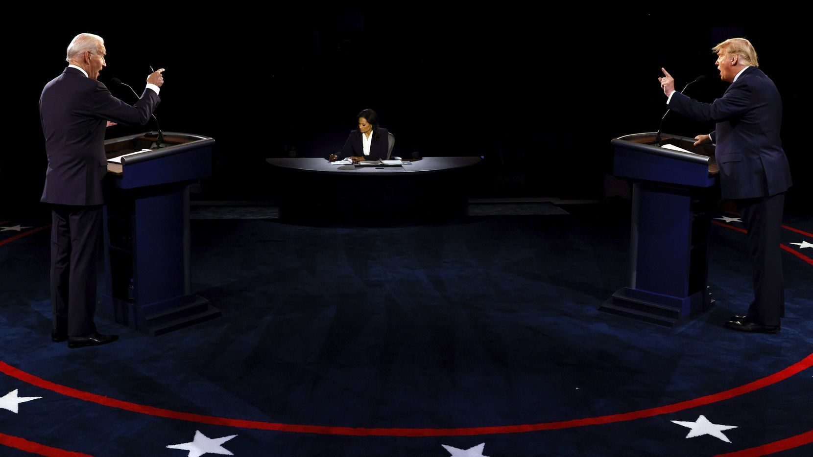 آخری مباحثے میں بھی دونوں کے درمیان ذاتی نوعیت کے حملے دیکھے گئے جبکہ ٹرمپ نے جو بائیڈن پر بدعنوانی کے الزامات لگائے۔ فائل فوٹو:اے پی