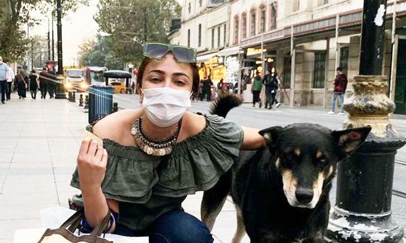 ماڈل نے استنبول میں جانوروں کے ساتھ کھچوائی گئی تصاویر بھی شیئر کیں—فوٹو: انسٹاگرام