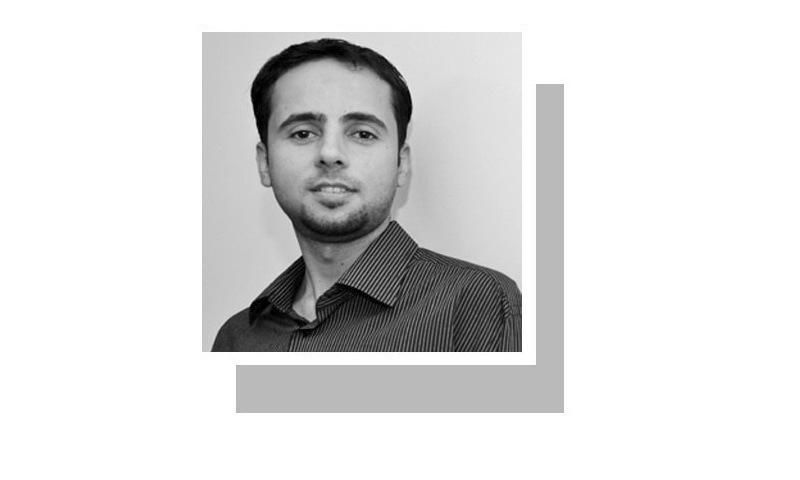 لکھاری آئی بی اے یونیورسٹی میں سوشل سائنسز اور لبرل آرٹ پڑھا رہے ہیں