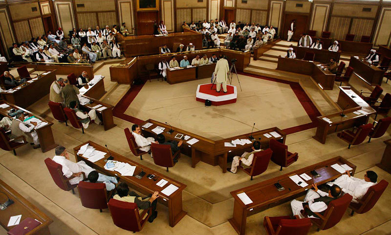Opposition members gathered in front of speaker Mir Abdul Qudoos Bizenjo who was presiding over the session. —Online/File