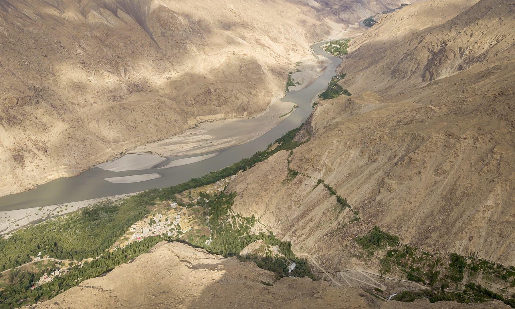 وادی اور دریائے سندھ کا ایک حسین منظر