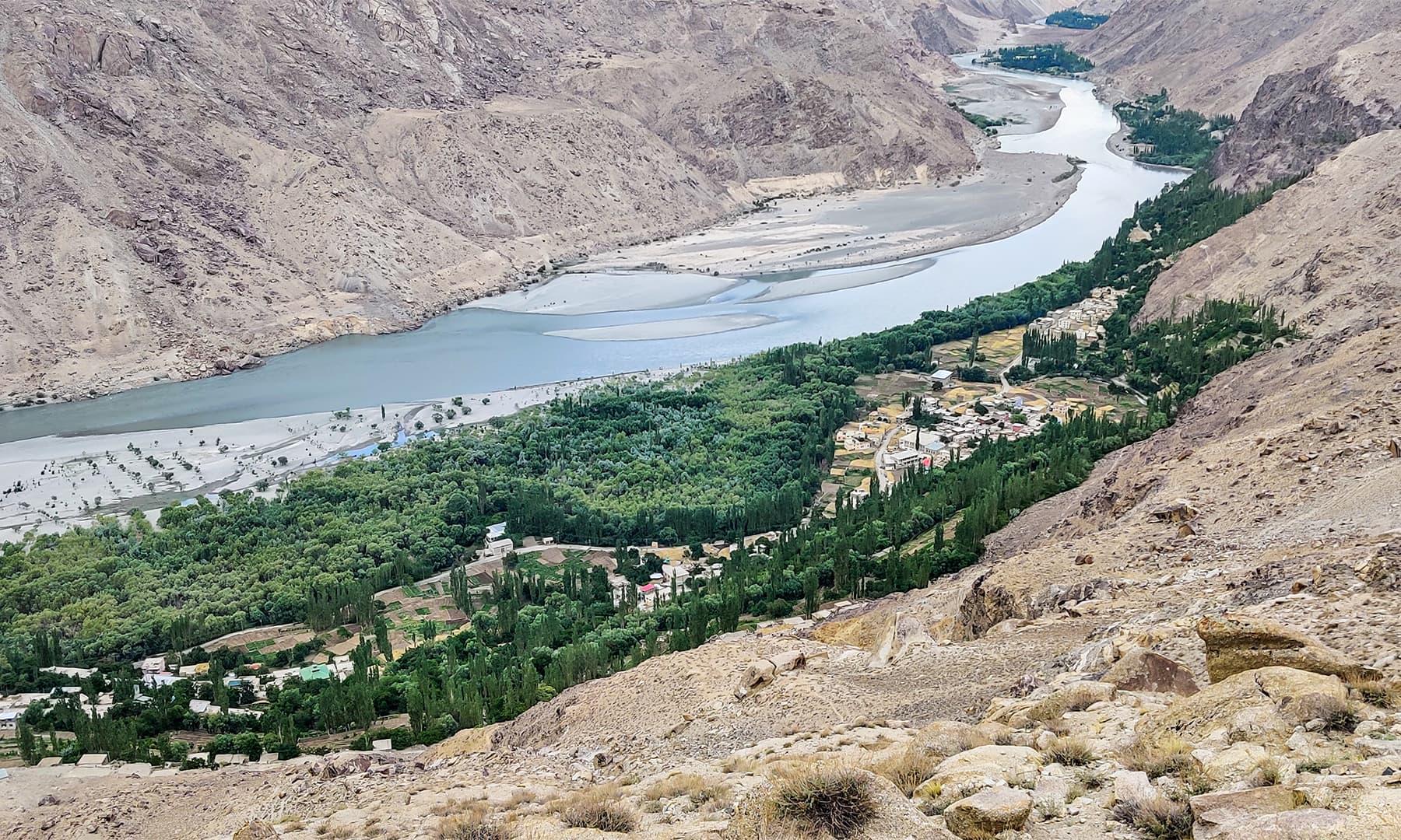 گول سے 3 کلومیٹر کی مسافت پر سرمک کا گاؤں آتا ہے