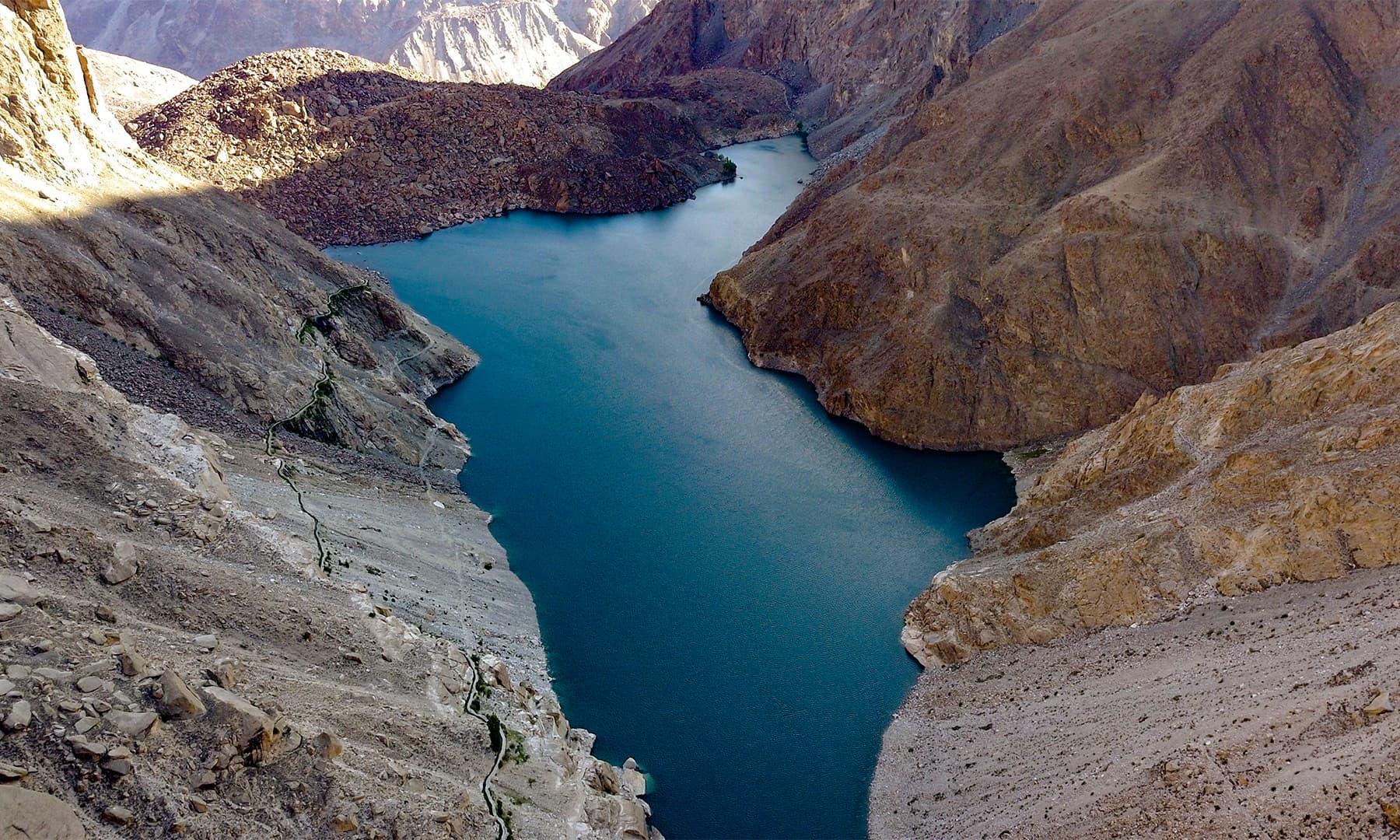 مقامی لوگوں کے مطابق جھیل پاکستان کے نقشے سے ملتی جلتی ہے