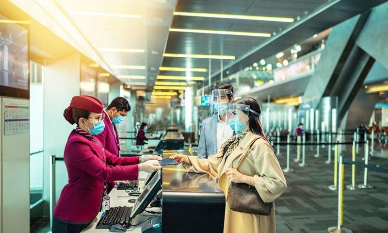 باتھ روم سے بچی ملنے پر قطری حکام نے ایئرپورٹ پر خواتین کی تلاشی بھی لی تھی—فوٹو: قطر ایئرویز فیس بک