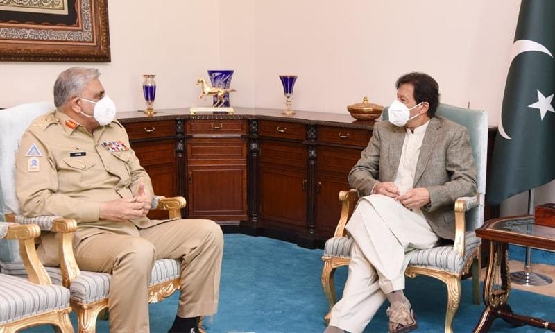 عمران خان سے جنرل قمر جاوید باجوہ نے ملاقات کی—فوٹو: دفتر وزیراعظم ٹوئٹر