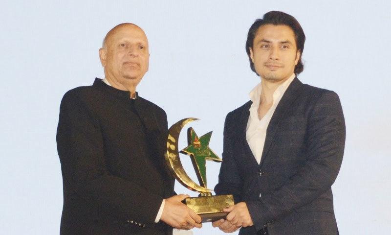 کورونا وائرس کے دوران خدمات سرانجام دینے پر علی ظفر کیلئے 'شان پاکستان' ایوارڈ