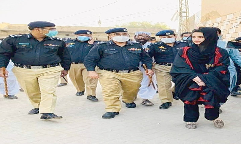 IGP Mahar and other police officers along with Umme Rubab leave her residence in Mehar town after inspection.-—Dawn