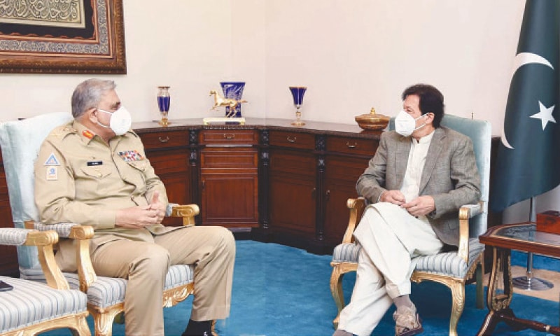 ISLAMABAD: Prime Minister Imran Khan exchanges views with Army Chief Gen Qamar Javed Bajwa during a meeting on Thursday.—PPI