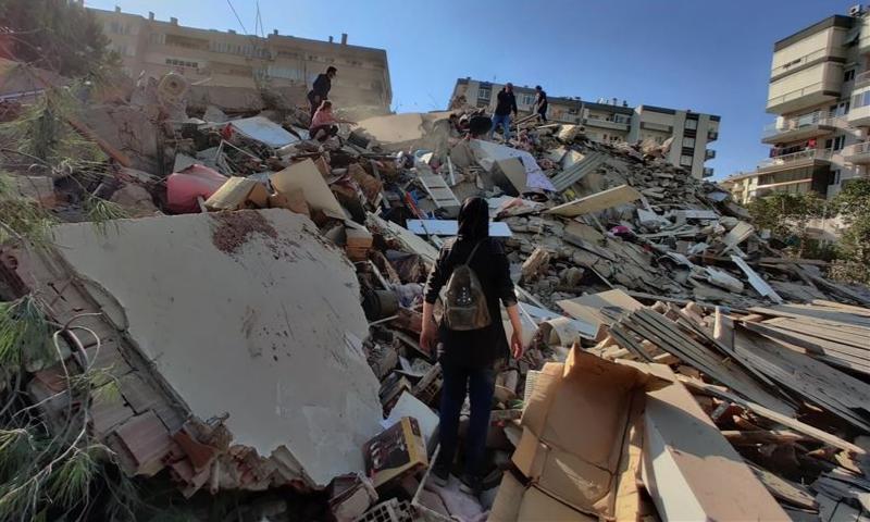 ترکی میں 7 شدت کا زلزلہ، 12 افراد ہلاک، متعدد عمارتیں منہدم