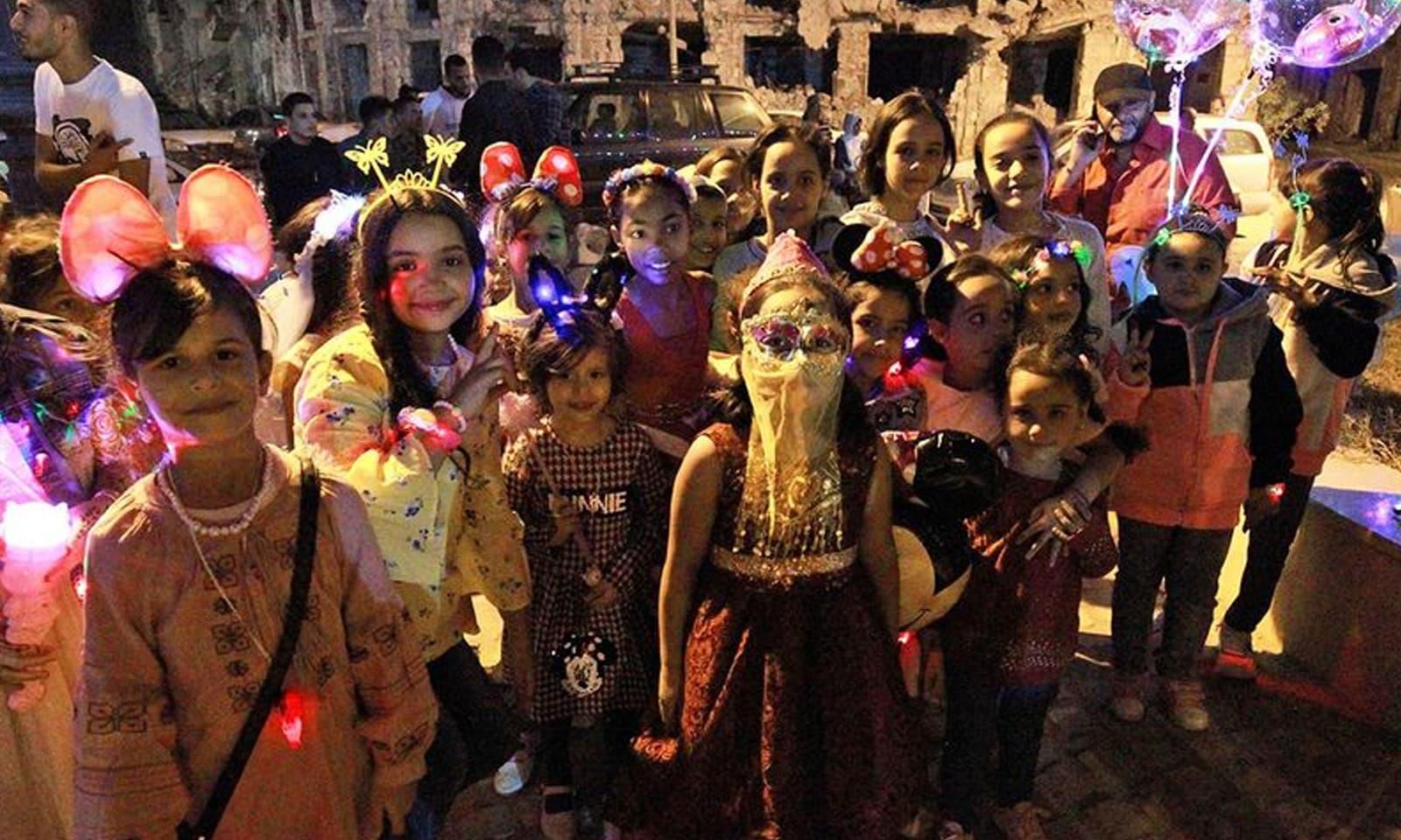 لیبیا میں بچوں نے مذہبی جوش و جذبے سے عید میلادالنبیﷺ منائی —فوٹو: اے ایف پی