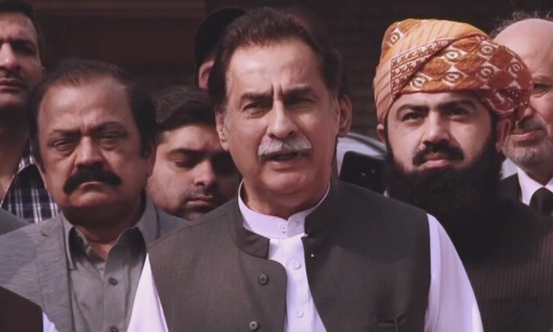 PML-N leader Ayaz Sadiq addresses the media in Lahore. — DawnNewsTV
