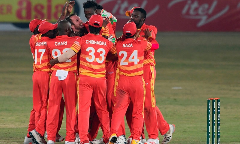 زمبابوے نے پاکستان کو تیسرے میچ میں سپر اوور میں شکست دے دی