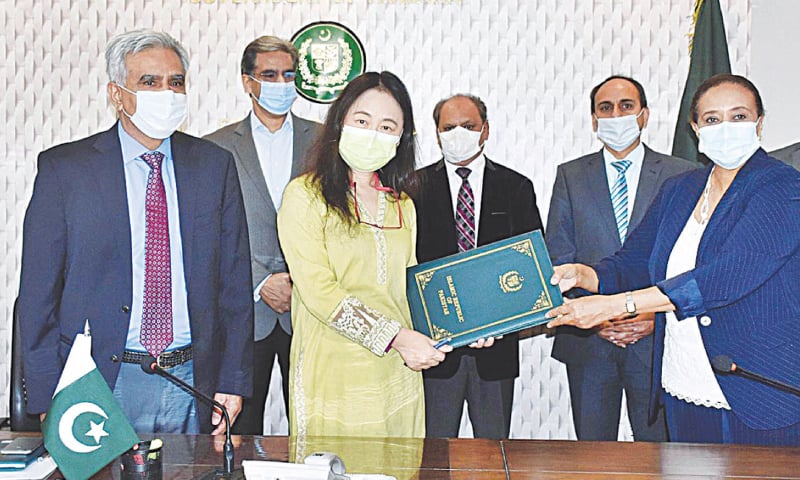ISLAMABAD: Documents being exchanged after the signing of a grant agreement between the Economic Affairs Division and the ADB on Tuesday. The agreement was signed by Noor Ahmed, Secretary of Ministry of Economic Affairs, ADB Country Director Xiaohong Yang and Aida Girma, Country Director of Unicef.—APP