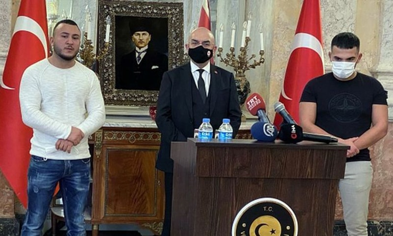 Recep Gultekin (right) and Mikail Ozen (left) were invited to Turkey's embassy in Vienna to recognise them for their act. — Anadolu Agency