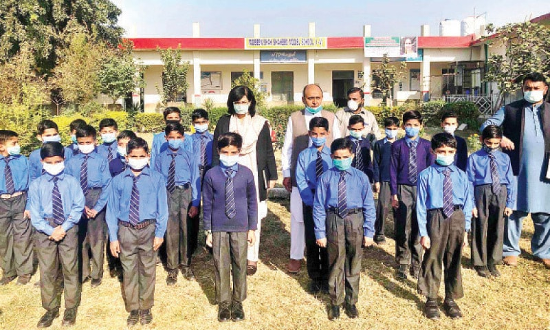 Special Assistant to the Prime Minister Sania Nishtar poses with students during her visit to a school in the outskirts of Islamabad on Wednesday. — APP