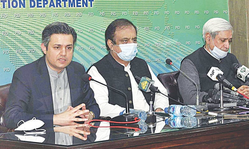 ISLAMABAD: Federal ministers Shibli Faraz, Syed Fakhar Imam and Hammad Azhar addressing a press conference on Friday. — APP