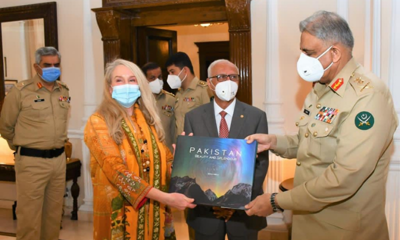Pakistan Army Chief Qamar Javed Bajwa on Friday appreciated an accomplished British-American mountaineer Vanessa O'Brien for promoting Pakistan as goodwill ambassador. — Photo courtesy ISPR Twitter