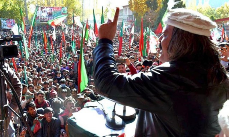 Minister for Kashmir Affairs and Gilgit-Baltistan Ali Amin Gandapur addresses a gathering in GB on Nov 7. — APP